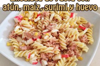 Ensalada de pasta con atún, maíz, surimi y huevo - Recetas de ensaladas