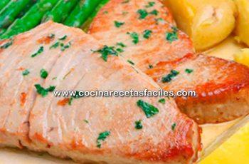 Atún fresco con hierbas y vinagre balsámico - Recetas de pescados