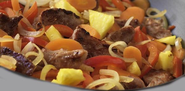 Receta de Wok de cerdo con piña, un exótico y agridulce wok de cerdo con piña y brotes de soja, un plato para los amantes de la cocina asiática