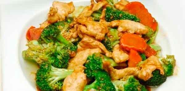 Pollo en tiras con verduras chinas